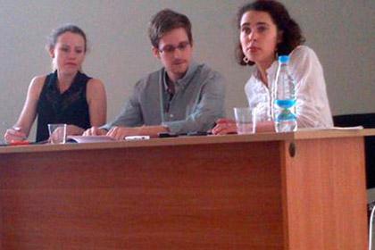 Edward Snowden ở Sheremetevo
