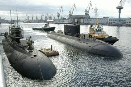 Hai tàu ngầm về Việt Nam trong năm 2013