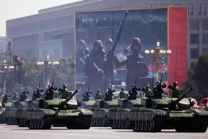 Hài hước:Lính Trung Quốc không chui lọt xe tăng